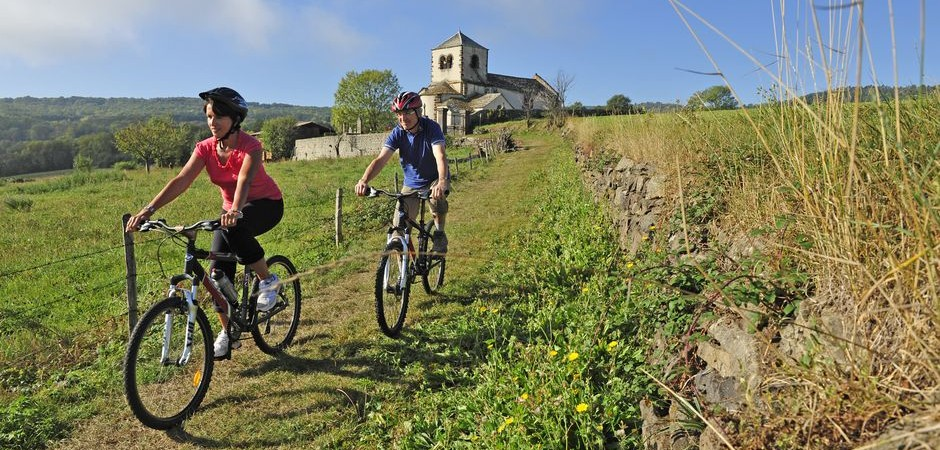 Moutain bike around Colamine-sous-Vodable ©J. Damase, ADDT63