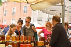 Honey tasting, Issoire market