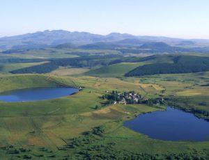 Village de La Godivelle entre 2 lacs, Cézallier, Pays d'Issoire, Auvergne
