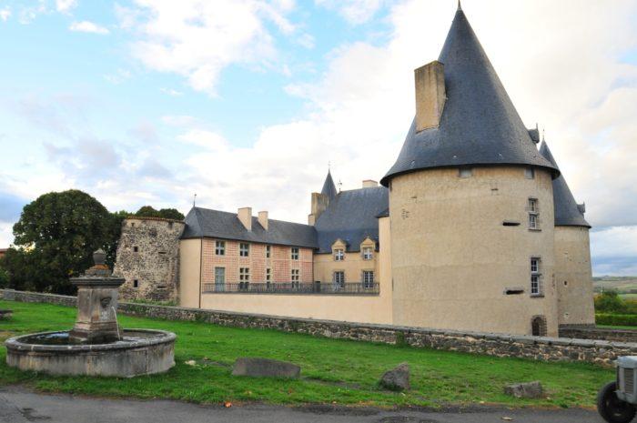 Château début renaissance à Villeneuve-Lembron, prés d'Issoire, Puy-de-Dôme, Auvergne