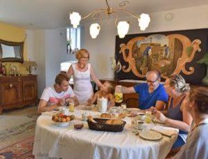 Petit déjeuner en chambres d'hôtes dans le Pays d'Issoire