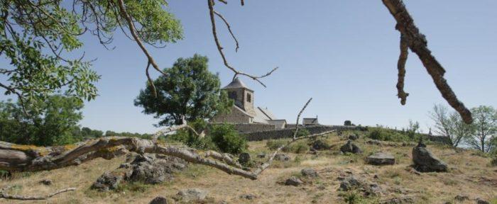 Eglise romane, Chapelle perchée de Dauzat-sur-Vodable, Puy-de-Dôme, Auvergne