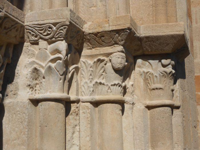 Chapiteau de l'église romane Notre-Dame-de-Mailhat près d'Issoire