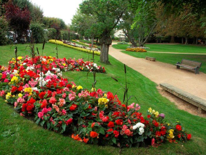 Fleurissement au square René Cassin à Issoire