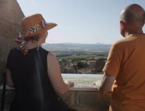 Vue sur la chaîne des Puys depuis le donjon de Montpeyroux, un des Plus Beaux Villages de France