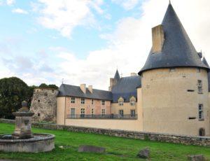 Le château de Rigaud d'Aureille, à Villeneuve-Lembron
