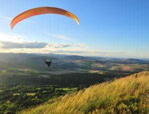 Parapente en Auvergne au-dessus du Pic d'Ysson