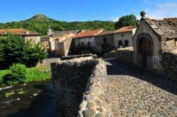 Pont médiéval de Saurier, prés d'Issoire en Auvergne