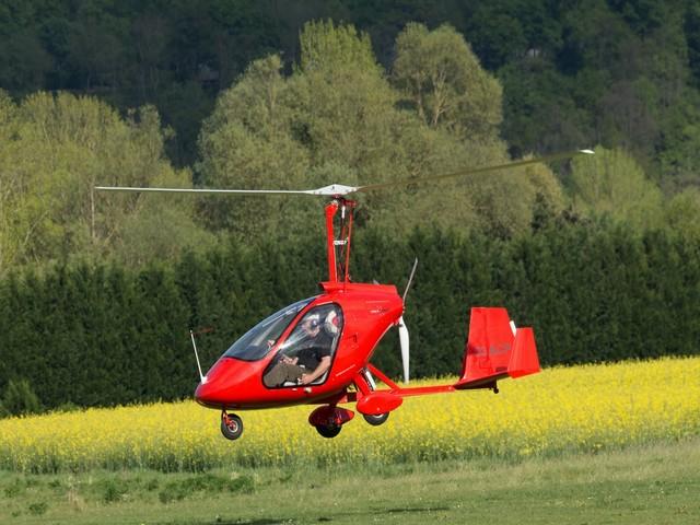 Vol en autogire , à l'aérodrome d'Issoire, au centre de l'Auvergne