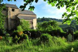 Chapelle de Roche-Charles-La-Mayrand dans le Cézallier, en auvergne, chapelle romane