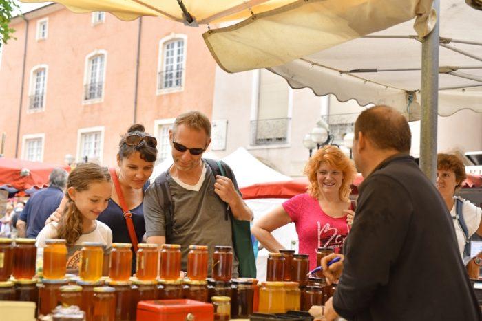 Dégustation de miel au marché d'Issoire