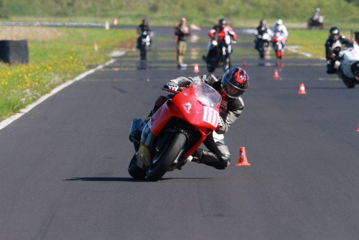 Stage pilotage moto sur le circuit CEERTA