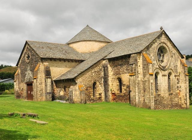 Abbaye de mégemont , dans un vallon isolé, à Chassagne