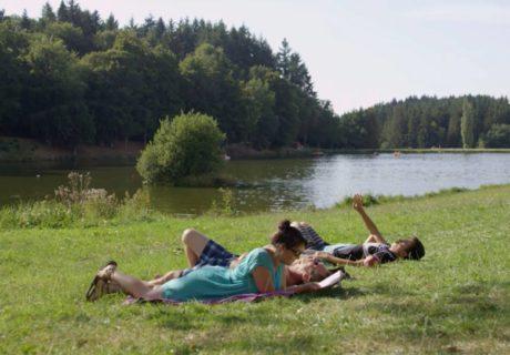 sieste au plan d'eau du Vernet-la-Varenne
