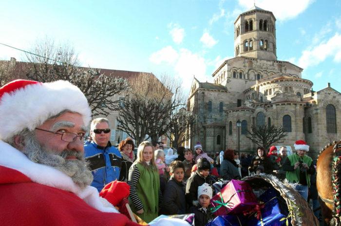 Parade du Père Noël à Issoire