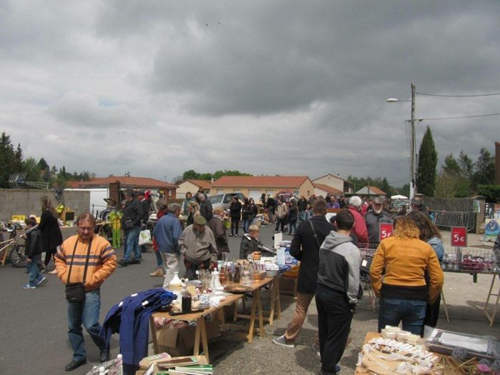 Vide-grenier au Breuil-sur-Couze