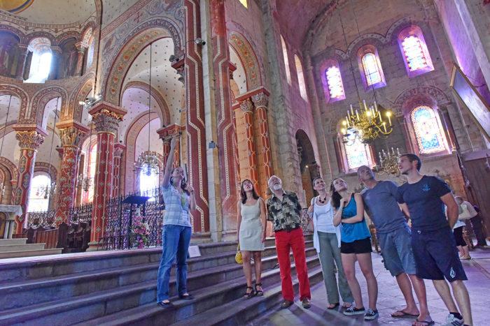 Visite de l'abbatiale saint-Austremoine, chef d'oeuvre de l'art roman
