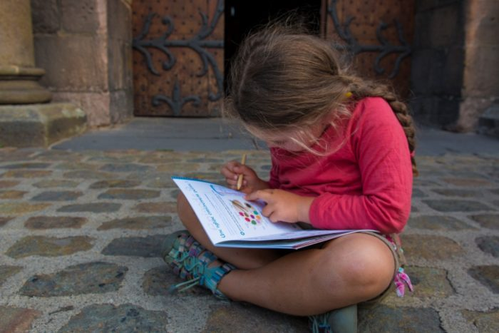 Livret-jeu pour les enfants pour visiter l'abbatiale Saint-Asutremoine à Issoire