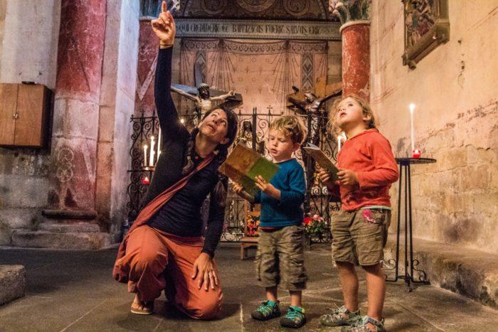 Visite en famille de l'abbatiale saint-austremoine à issoire