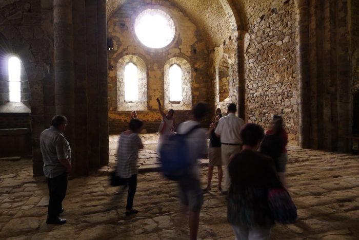 visite de l'intérieur de l'abbaye de mégemont, cézallier