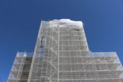 Travaux à l'abbatiale Saint-Austremoine : Échafaudage sur la façade Ouest- 2018