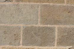 Travaux à l'abbatiale Saint Austremoine 2017 : Joints façade Sud après restauration