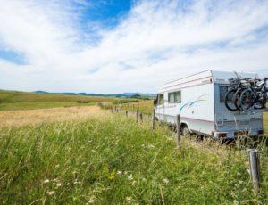 camping car dans le cézallier sur les routes