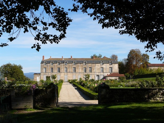 ISSOIRE Jardins du Chateau Hauterive architecture