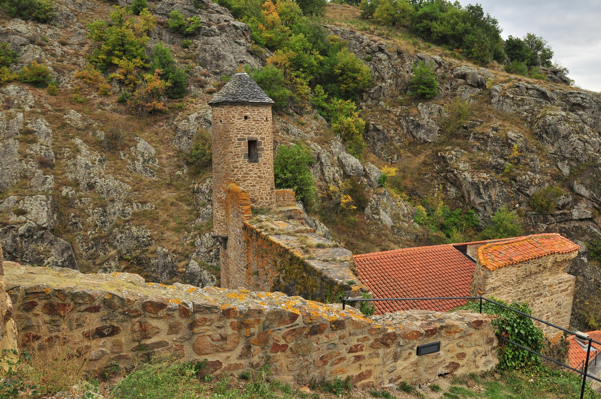 Vue sur le donjon, Saint-Floret