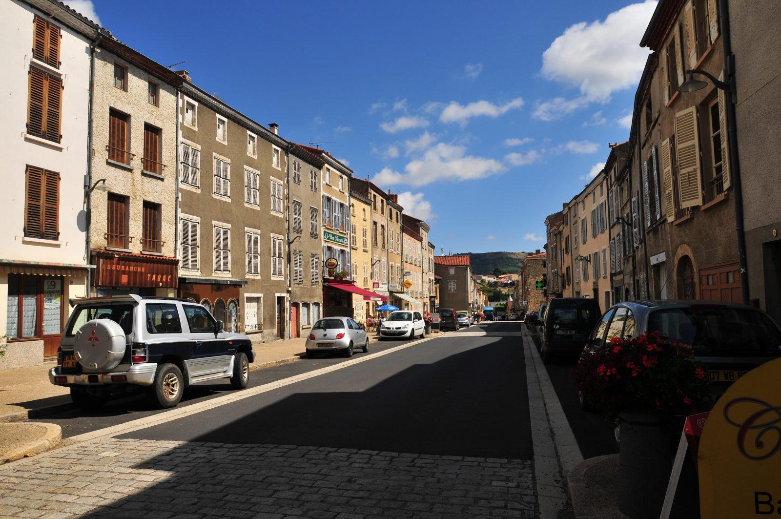Ardes-sur-Couze, rue principale