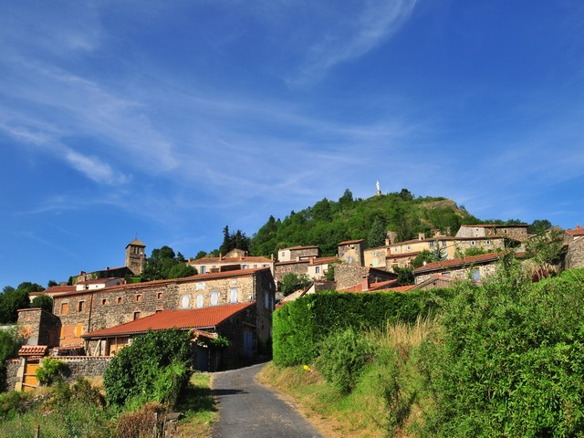 la butte d'Usson, plus beau village de france en auvergne